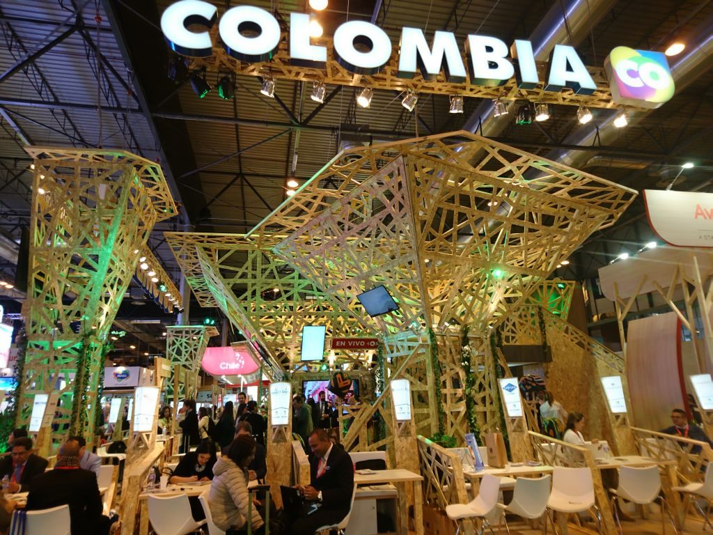colombia_travel_stand